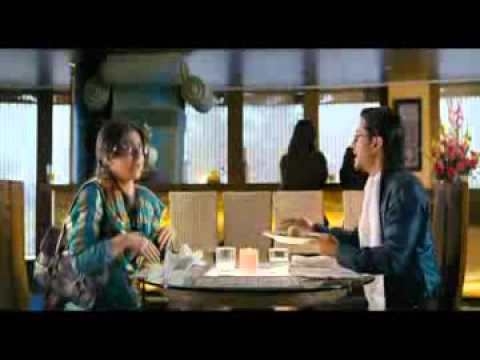 Shiraz Penangwala as the Server in Dhoondte Reh Jaoge [Scene: Kunal and Soha on a Date]