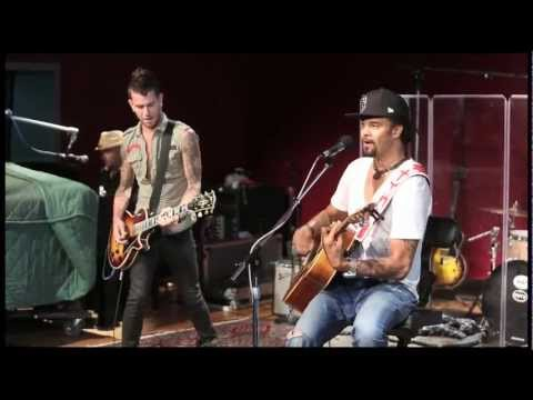 Michael Franti & Spearhead performing Say Hey I Love You