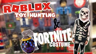#Robloxtoys HUNTING/ BOOGIE BOMB/ FORTNITE Skull Trooper Costume/ BEING LOGAN Halloween Vlog