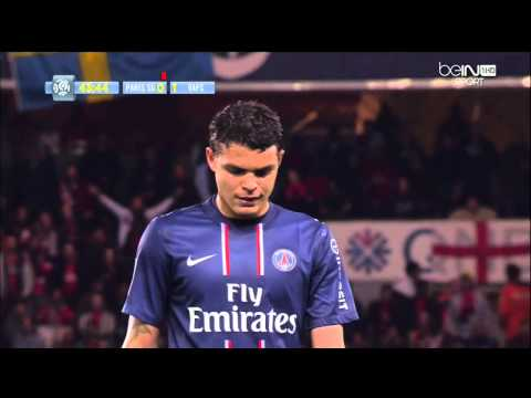 Alexandre Castro met un carton rouge à Thiago Silva @ PSG - Valenciennes