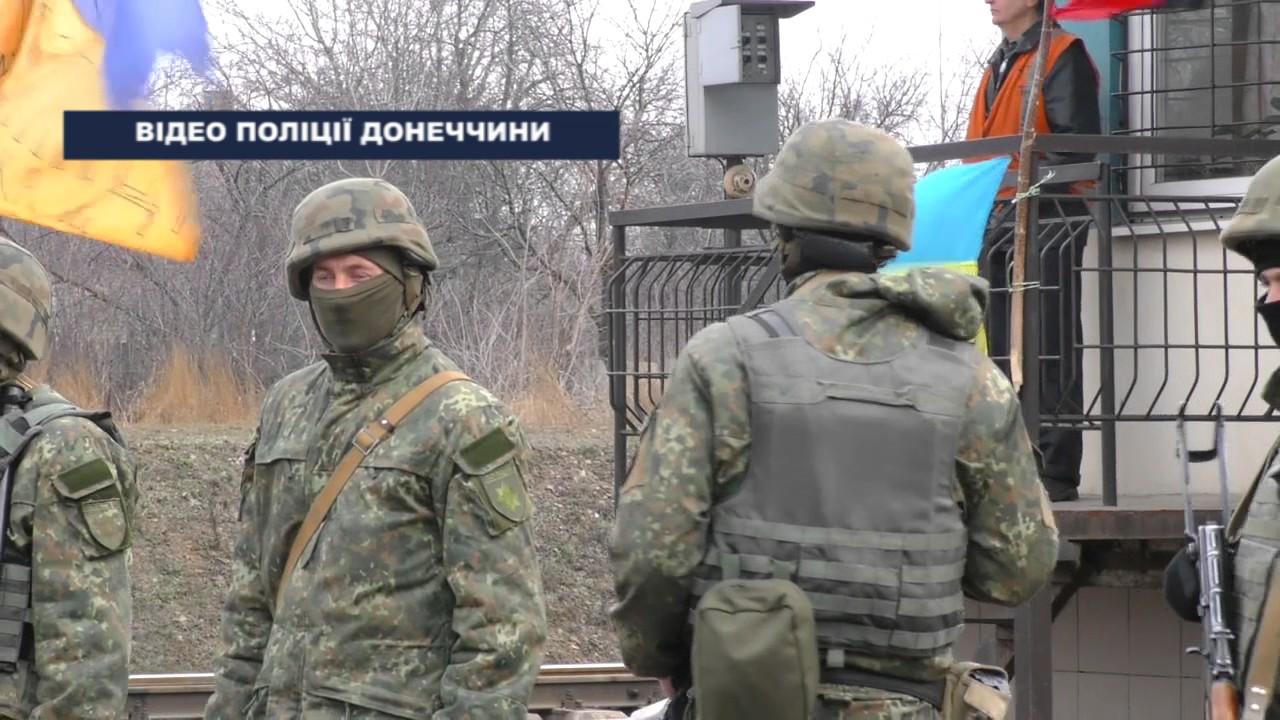 Сторонники блокады Донбасса зашли в здание Черновицкой ОГА и подожгли шины возле него - Цензор.НЕТ 7256