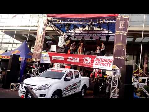 Rizky Febian - Kesempurnaan Cinta (Avenue Cover) Live GIIAS Auto Show 2016