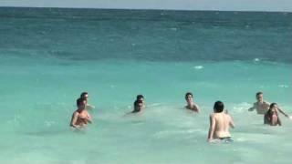 28-02-2010 playa tulum PARTE 2 CANCUN PERIODISMO BAÑANDOSE
