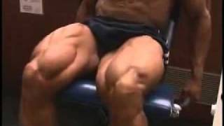 Bodybuilder Bobby Church trains_ poses quads