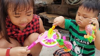 tro choi tim do choi banh kem con chuot  chichi toysreview tv  do choi tre em baby finding toys
