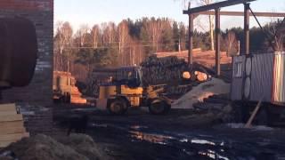 Фронтальный погрузчик сибиряк 2500К(Фронтальный погрузчик сибиряк в работе на пилораме., 2015-04-13T03:43:36.000Z)