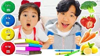 타요 버스 칠판으로 학교놀이 해봤어요! 여러가지 엠엔엠 색깔 가방에는 무엇이 나올까요? 과일 색깔 배우기 놀이 learn colors m&m Backpacks