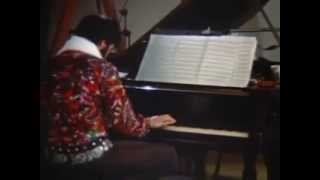Suspicious Minds / Piano Interlude : Awesome footage of the King