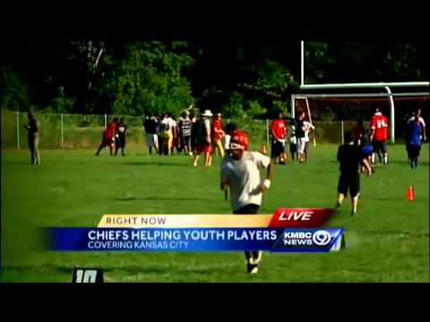 cd840a69 Chiefs players join kids at KC football practice