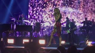 Celine Dion in Auckland 2018 - Your the Voice (John Farnham song)