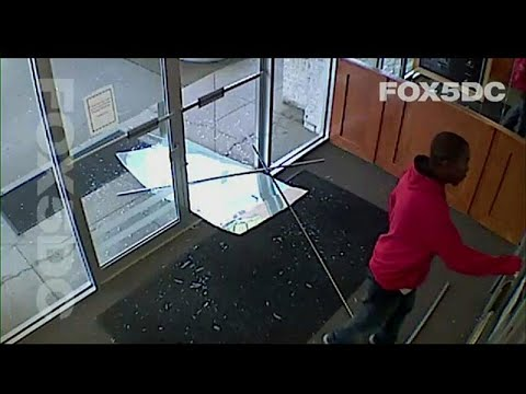 فيديو: إطلاق النار على شخص حاول الدخول إلى محطة تلفزيونية محلية…  - نشر قبل 3 ساعة