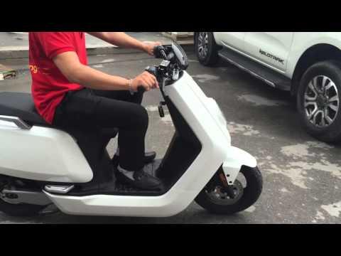 Chuyên gia điện máy của Siêu thị PICO đi thử xe máy điện BOSCH NIU