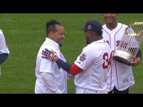 TOR@BOS: Big Papi, Manny share special handshake