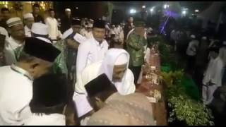Video KH. Said Aqil Siradj Cium Tangan Habib Lutfi download MP3, 3GP, MP4, WEBM, AVI, FLV Juni 2018