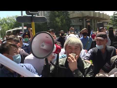 «Пусть старик уйдет!» Более сотни задержаны в день митингов