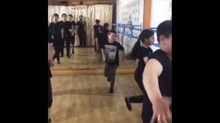 Уроки лезгинки, танцующая группа