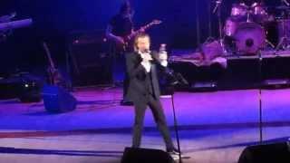Олег Винник между песен концерт Полтава 8 марта