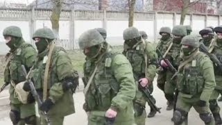 Vice reporter gets close to troops in Crimea