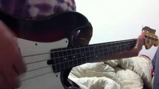 初めて動画撮りました☆ ベースはなぜかギターアンプに繋ぎ、音を歪ませ...