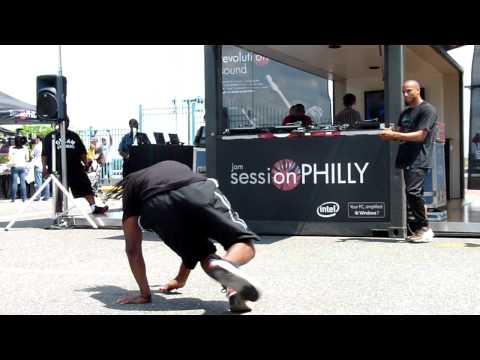 RJD2 live at Penn's Landing with dancing performers 1/3