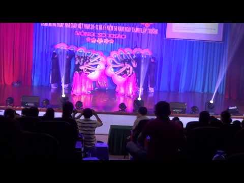 """Bài múa quạt """"Hương sắc Việt Nam"""" của lớp 11A7 - THPT Vũng Tàu"""