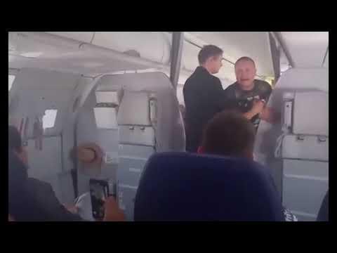 Пьяный дебошир в самолёте!!!