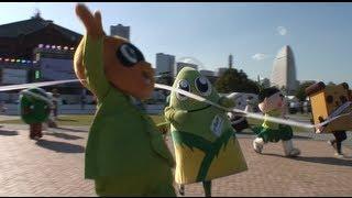 全国各地のゆるキャラたちが27日、横浜赤レンガ倉庫イベント広場で行わ...