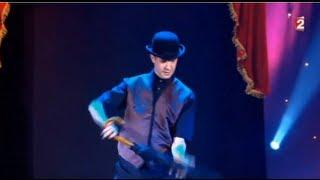 Chapeau Melon et Bottes de Cuir - Le plus Grand Cabaret du Monde