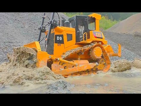 RC CONSTRUCTION EQUIPMENT AT WORK FANTASTIC ADVENTURE TRUCKS IN THE MUD