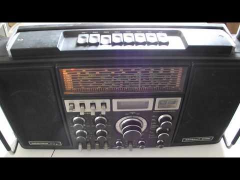 ancien radio transistor stereo High Tech Grundig Satellit 2400 Professional world récepteur