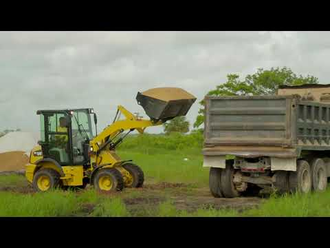 Cat® 903D Compact Wheel Loader | At Work