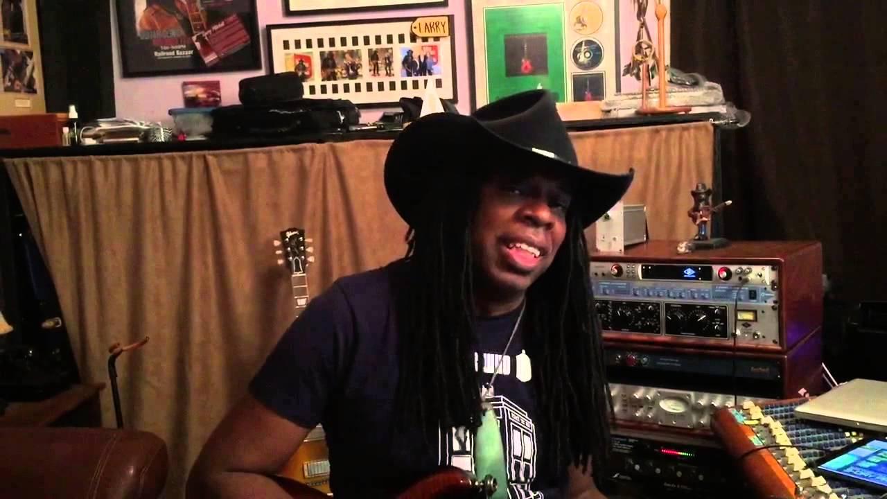 Larry Mitchell guitars under the stars promo. 2015 - YouTube