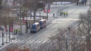 """Small groups of """"yellow vest"""" arrive at Champs-Elysées"""
