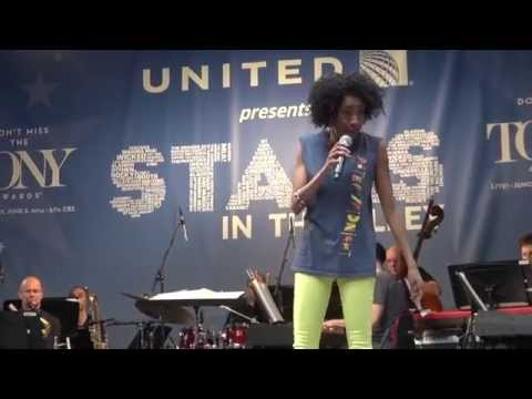 Adriane Lenox Sings Women Be Wise at STARS IN THE ALLEY