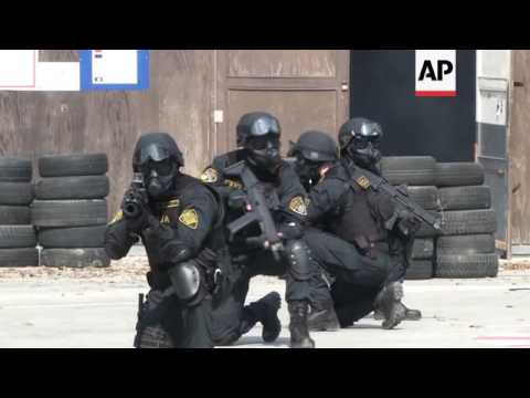 Bosnian special ops police stage anti-terror drill