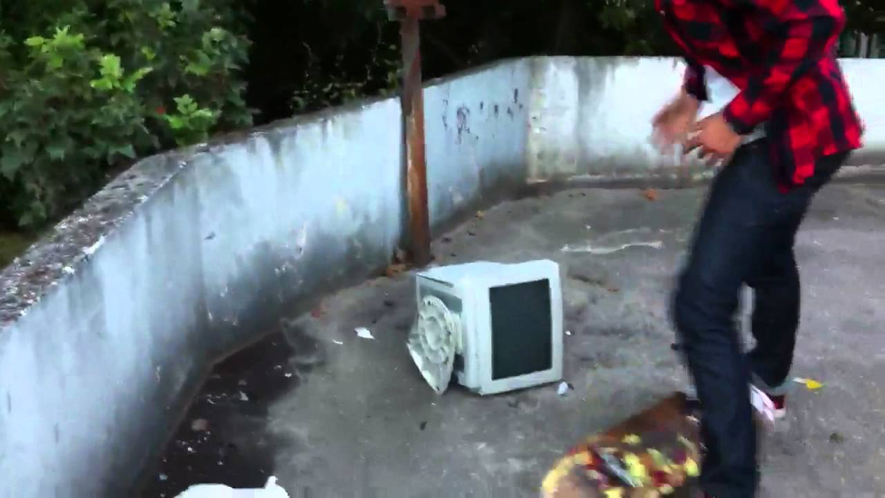 Comment casser un cran d 39 ordinateur youtube - Comment retourner un ecran d ordinateur ...