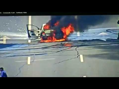Carro pegando fogo na av do CPA