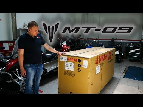 Достаем из коробки мотоцикл YAMAHA MT-09 (2018)