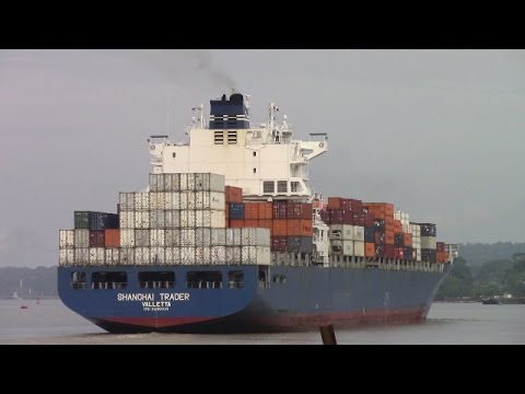 Container Ship SHANGHAI TRADER at Gamboa - Panama Canal - Gaillard Cut (April 27, 2017)