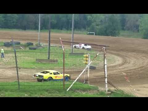 Tyler Fulton running at dog hollow in pure stocks