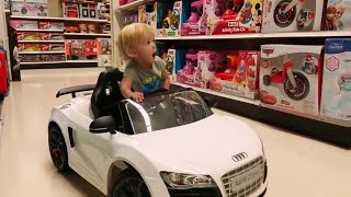 "Playing Shipping at Toys""R""US  Agnessa family/2016"