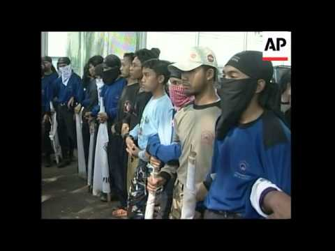 Police question militant cleric over Bali bomb