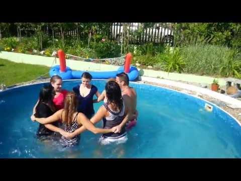 Redovy tanec v bazene