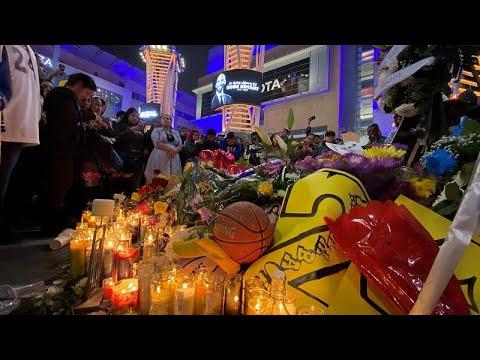Staples Center yasta: Binlerce kişi helikopter kazasında ölen 'idolleri' Kobe için toplandı