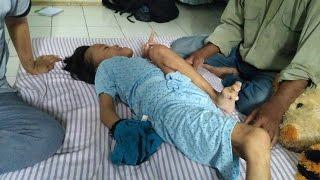 Seorang siswi kelas V SD di Grobogan, Jawa Tengah mengalami lumpuh. Meski demikian, belum ada diagno.