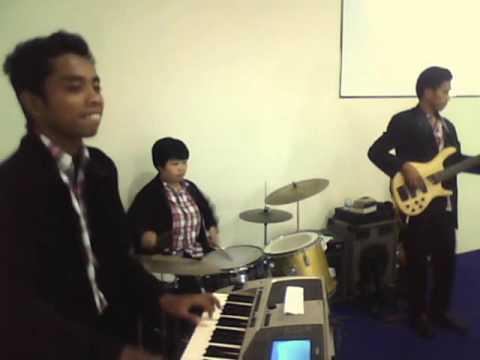 Graha Pujian Band - 05.  Hitam atau Putih