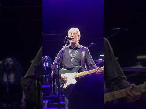 Big Mike - Eric Clapton Performs Purple Rain