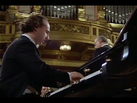 Mozart - Piano Concerto No19 Pollini, Böhm ,Wiener philharmoniker