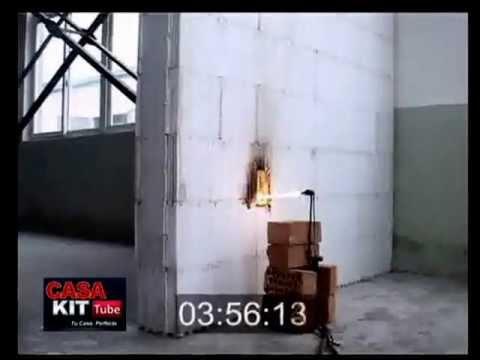 Casa kit prueba de fuego sobre muro de telgopor youtube for Kit casa icf