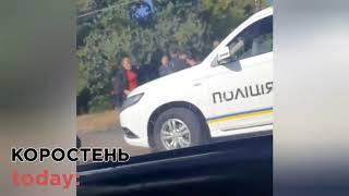 У Коростені Hyundai зіштовхнувся з ВАЗ і врізався в електроопору, є травмовані